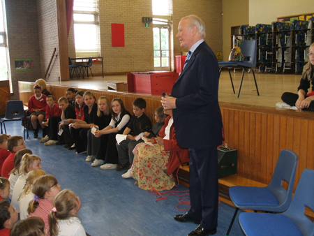 Menzies Campbell during a visit to Castlehill Primary School